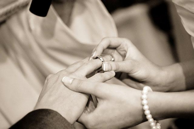 結婚指輪をつけるタイミングは意外と悩む?いつからつければいいの?